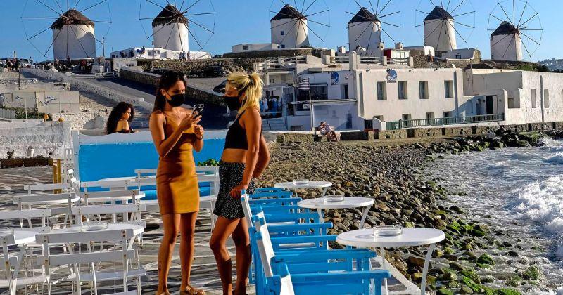 Грција од утре го укинува задолжителното носење маски на отворено