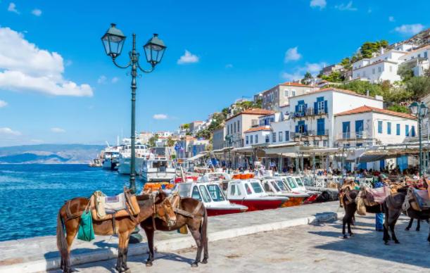 Од сабота нови мерки за туристите во Грција: Од јули можно укинување на полицискиот час