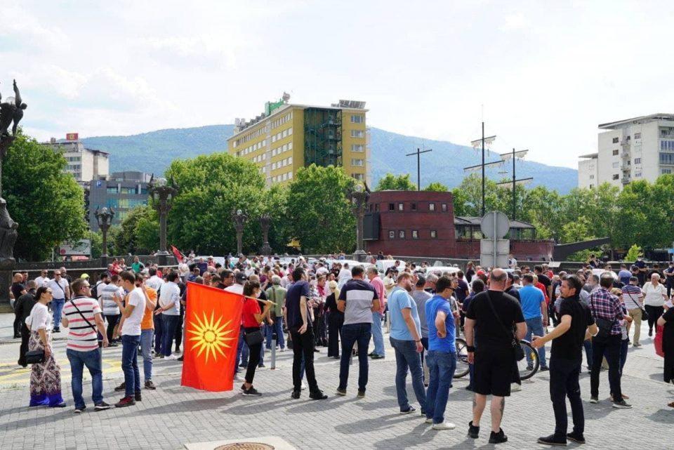 Мицкоски: Заев, Димитров и Османи во Собранието да објаснат што се разговара со Бугарија