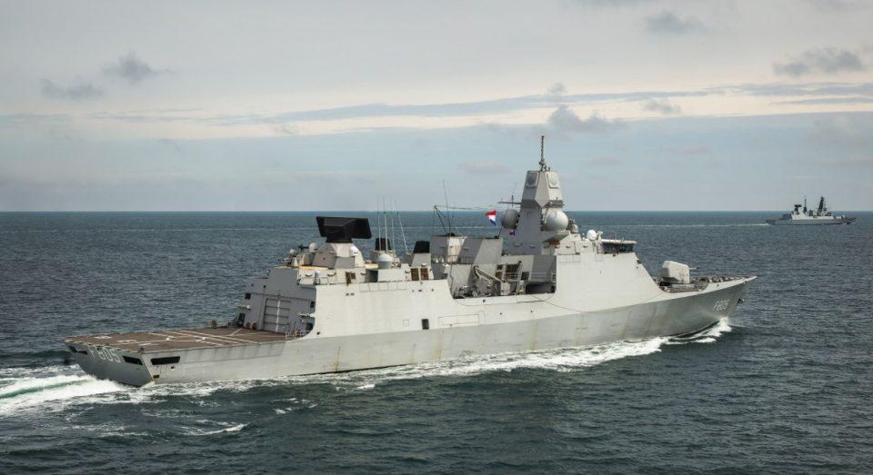 """ВИДЕО ОД """"ИНЦИДЕНТОТ"""": Русија тврди дека пукала по воен брод на Кралската морнарица, Британија демантира"""
