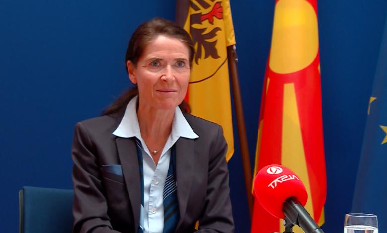 """Холштајн: ЕУ мора да стои на своите заложби и да важи пристапот """"вие испорачувате, ние испорачуваме"""""""