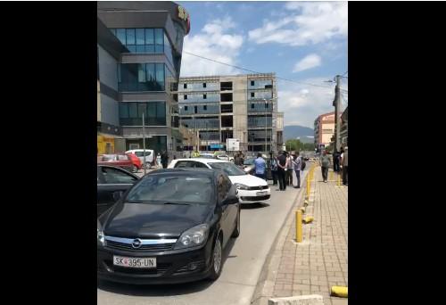 (ВИДЕО) Граѓаните на Хром во Ѓорче Петров тврдат дека згради никнуваат како печурки на секој чекор