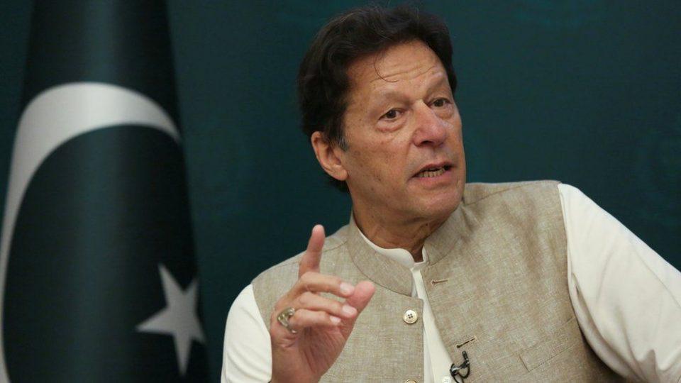 """Сексуалното насилство во Пакистан расте, премиерот вели виновни се """"жените кои носат многу малку облека"""""""