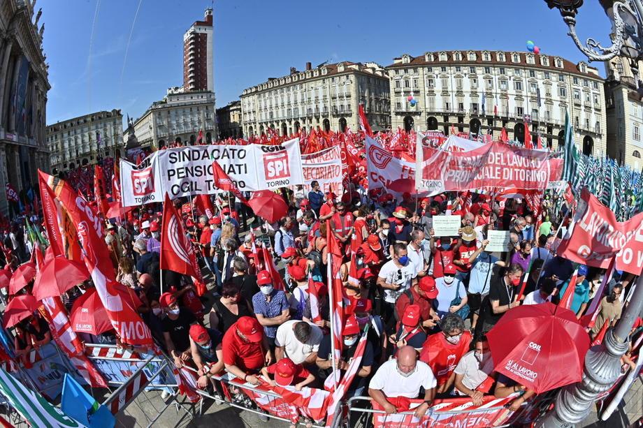 Демонстрации во Италија: Се бара продолжување на забраната за отпуштања од работа