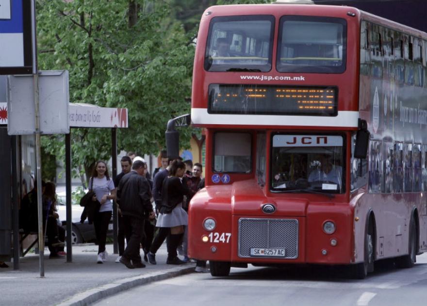 Со тврд предмет нападнати контролори во автобус на ЈСП