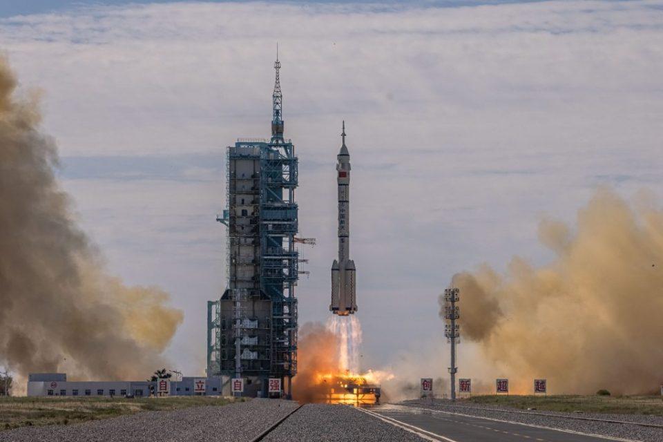 Тројца астронаути полетаа кон кинеската вселенската станица