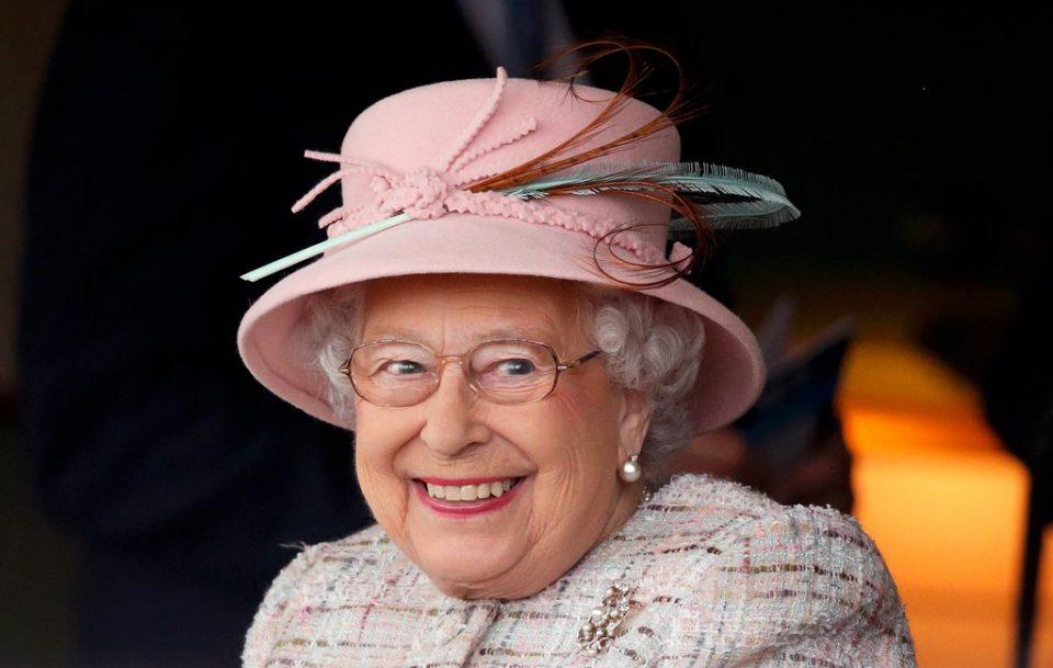 Кралицата Елизабета ја запозна својата правнука на поинаков начин