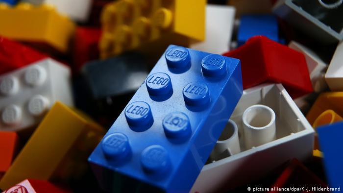 Лего започнува со употреба на пластика од рециклирани шишиња за своите производи