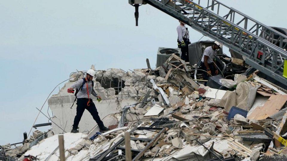 Бајден прогласи вонредна состојба по уривањето на зградата во Мајами, 100 лица се водат како исчезнати