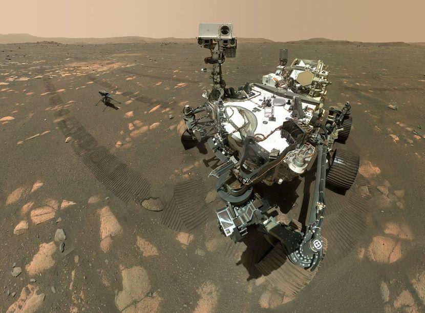 (ФОТО) НАСА слави 100 дена марсовски денови: Неверојатни фотографии од роверот на Марс