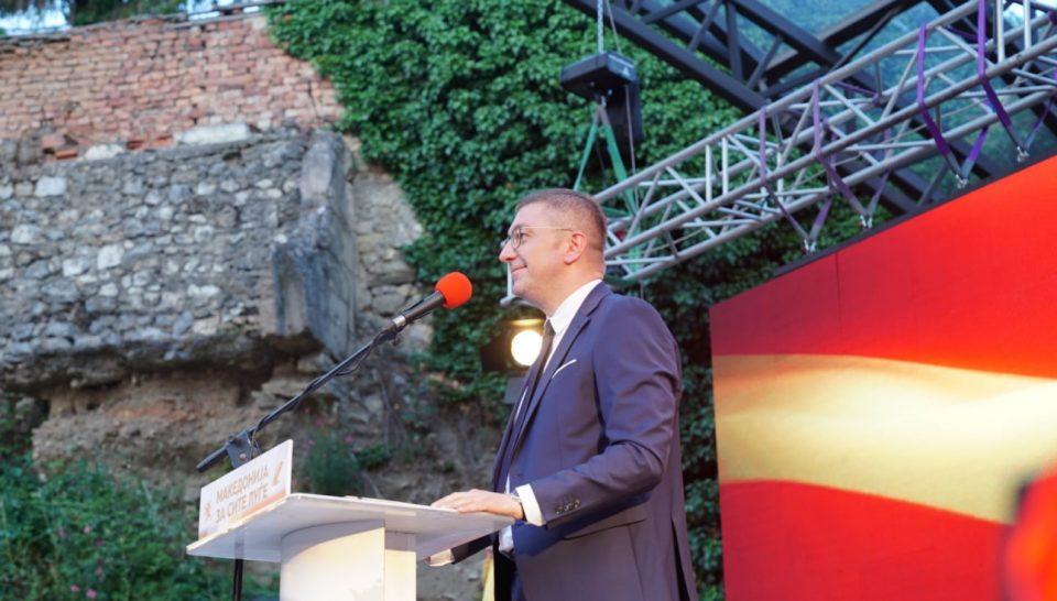 Обединување на десницата со ребрендирани бои и порака: Mакедонија за сите луѓe, а не од прв и втор ред како до сега!