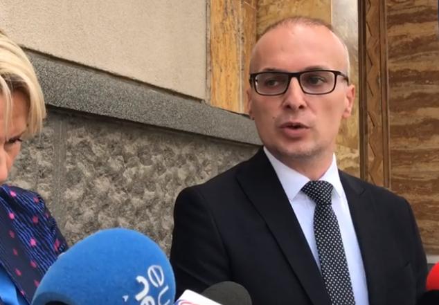 Повеќе европски земји стојат зад блокадата на Македонија, смета Милошоски