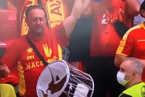 (ВИДЕО) Македонски навивач стана ХИТ на интернет- Го дупна тапанот за МАКЕДОНИЈА!