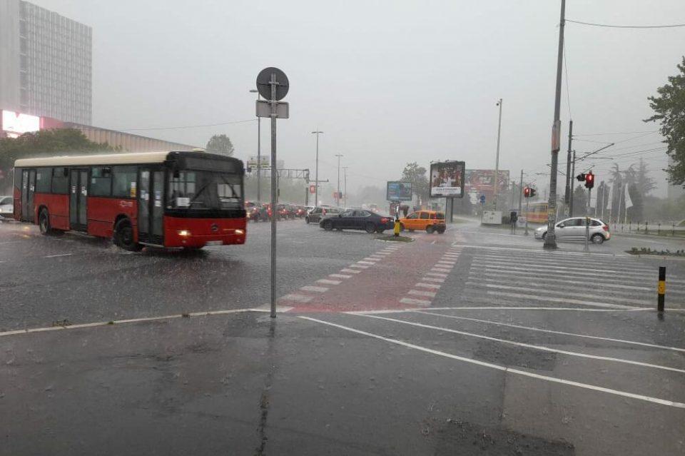 (ВИДЕО) Невреме го погоди Белград: Силен ветер, град, поплавена Зоолошката градина