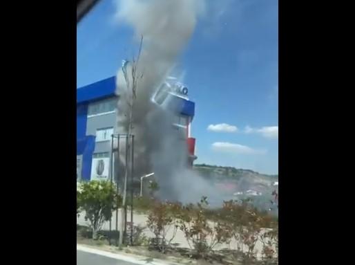 (ВИДЕО) ГОРИ ОЛИМПИКО: Голем пожар во познатиот центар за гуми