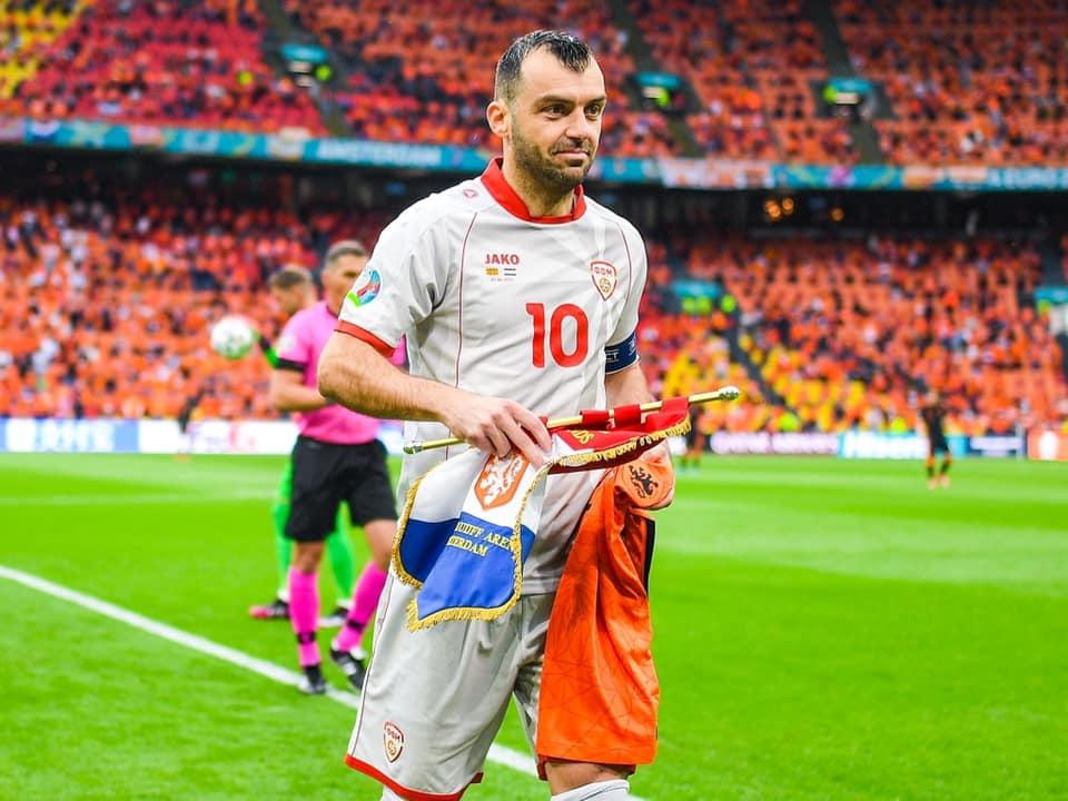 Пендаровски до фудбалерите: Одигравте херојски, се гордееме со вас