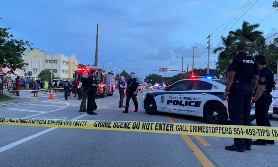 """(ВИДЕО) Камион се заби во учесниците на """"Парадата на гордоста"""" во Флорида, починато едно лице"""