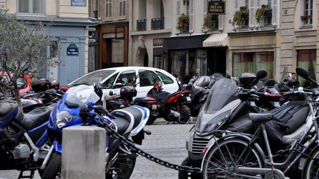 Париз воведува тарифа за паркинг за мотори
