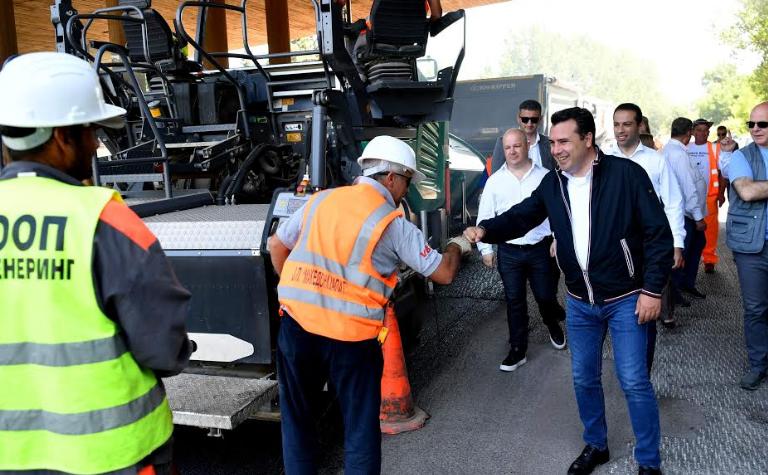 Заев и Бочварски: Македонија порано била инфраструктурно заостаната, сега се градело