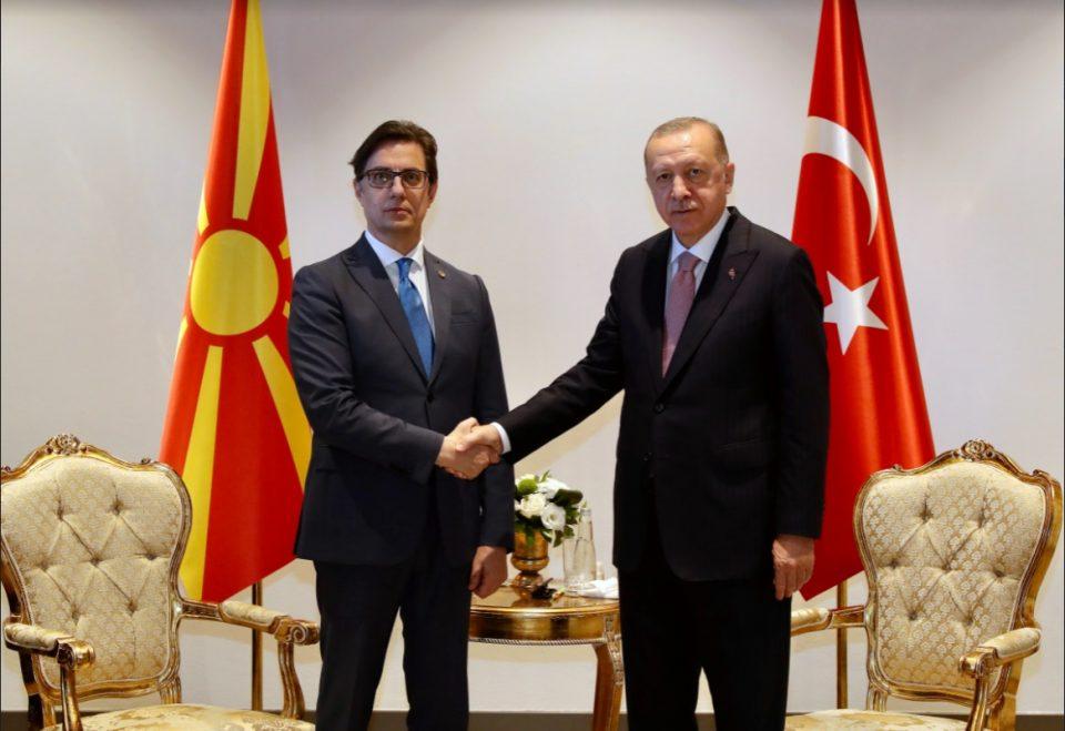 Пендаровски во Анталија се сретна со Ердоган: Разговараа за пандемијата, НАТО, миграцијата