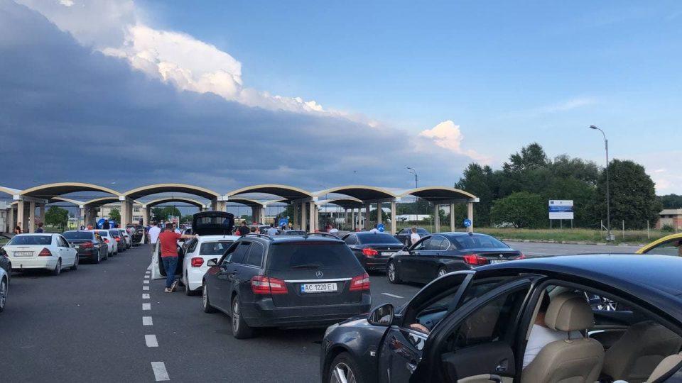 (ВИДЕО) Македонски навивачки песни ечат на граница меѓу Бугарија и Романија