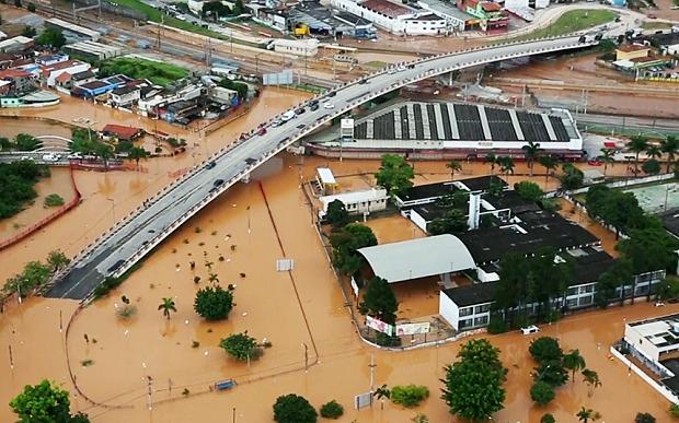 Големи поплави во Бразил, реките околу Амазон достигнаа рекордни нивоа