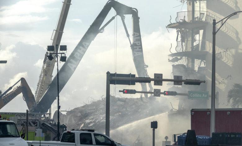 (ВИДЕО) Пожар во урнатините на зградата на Флорида