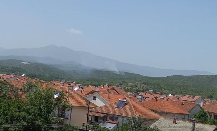 """Избувна пожар близу браната """"Топлик"""" кај Гевгелија"""