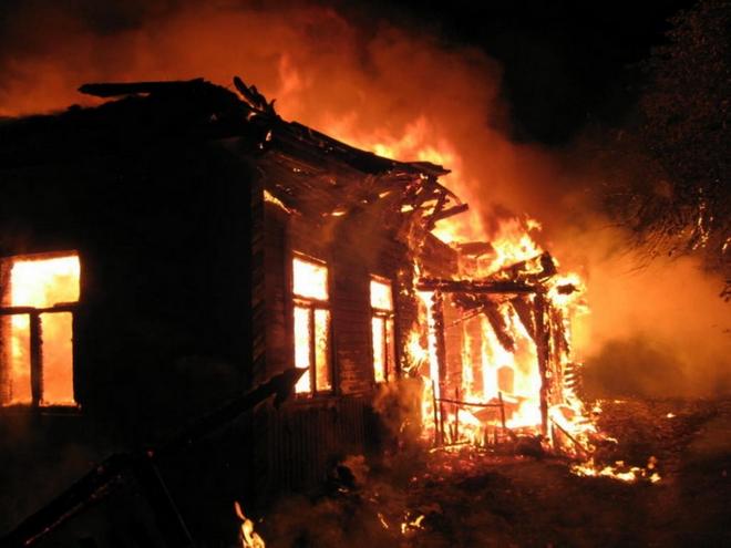 Пожар во куќа во Скопје, повредено едно лице