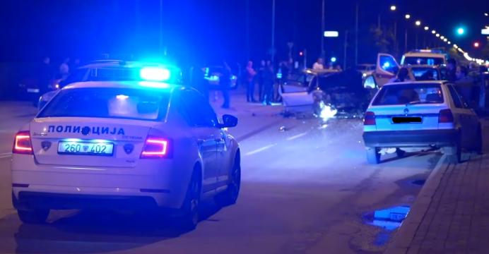 (ФОТО) Тешка сообраќајка помеѓу пет возила на Првомајска : Двајца загинати, повеќемина повредени