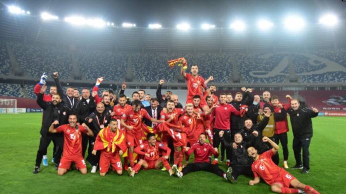 Фановите масовно ќе ги дочекаат фудбалерите на скопскиот аеродром