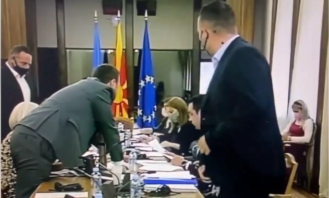(ВИДЕО) Хаос на Комисијата за избор и именување: СДСМ спречен да предложи политички уставен судија