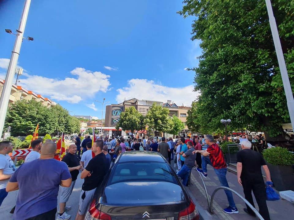 (ФОТО) Македонија не е на распродажба: Барикади и во Штип