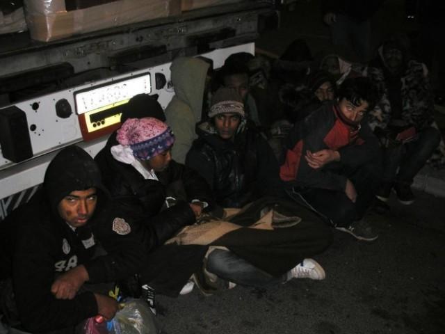 """Двајца Срби уапсени, товариле 62 мигранти во возило """"ман"""""""