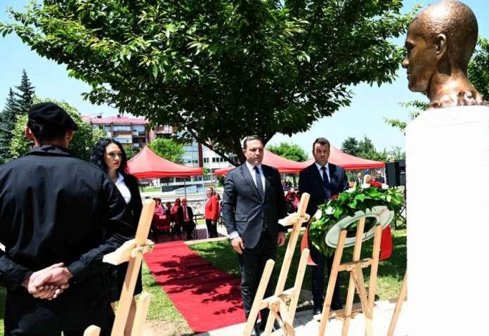 Спасовски им оддаде почит на бранителите во чија чест беше откриено спомен-обележје во Берово