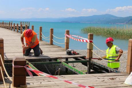 Главен проблем не се платформите во Струга, туку целосното бетонирање на крајбрежјето, реагира АА