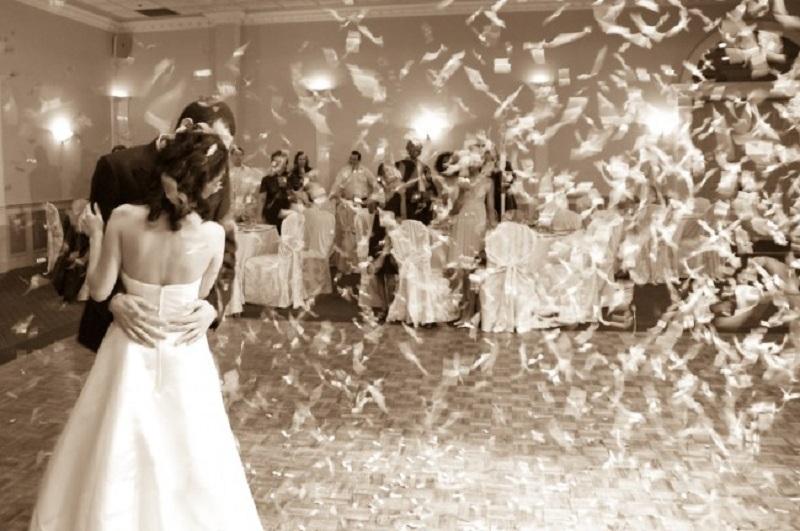 Забранет секаков вид физички контакт на свадбите