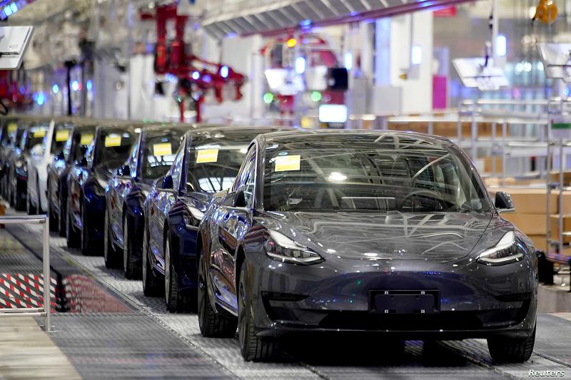 Тесла повлекува околу 285.000 електрични автомобили од Кина
