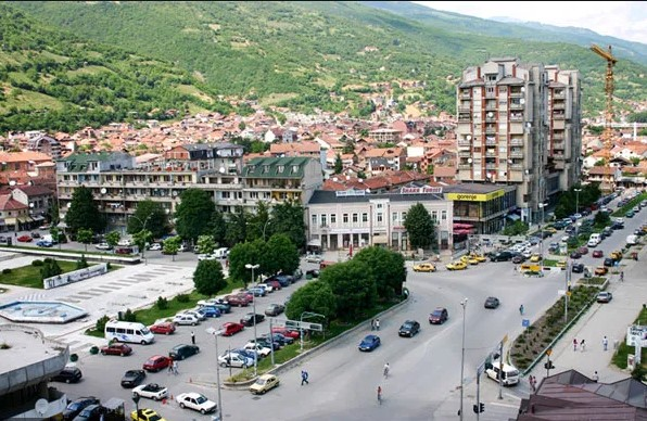 Плоштадот во Тетово не наликува на она што го вети градоначалничката Арифи