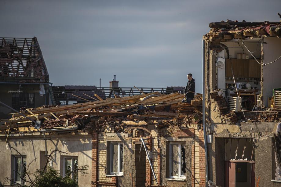 Расте бројот на жртви во разорното торнадо во Чешка