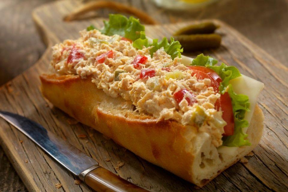 Ланец сендвичари продавал сендвичи од туна – БЕЗ туна