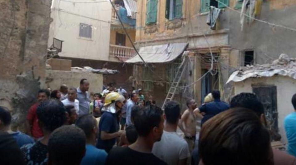 (ВИДЕО) Најмалку пет жени загинаа при уривање на зграда во Египет