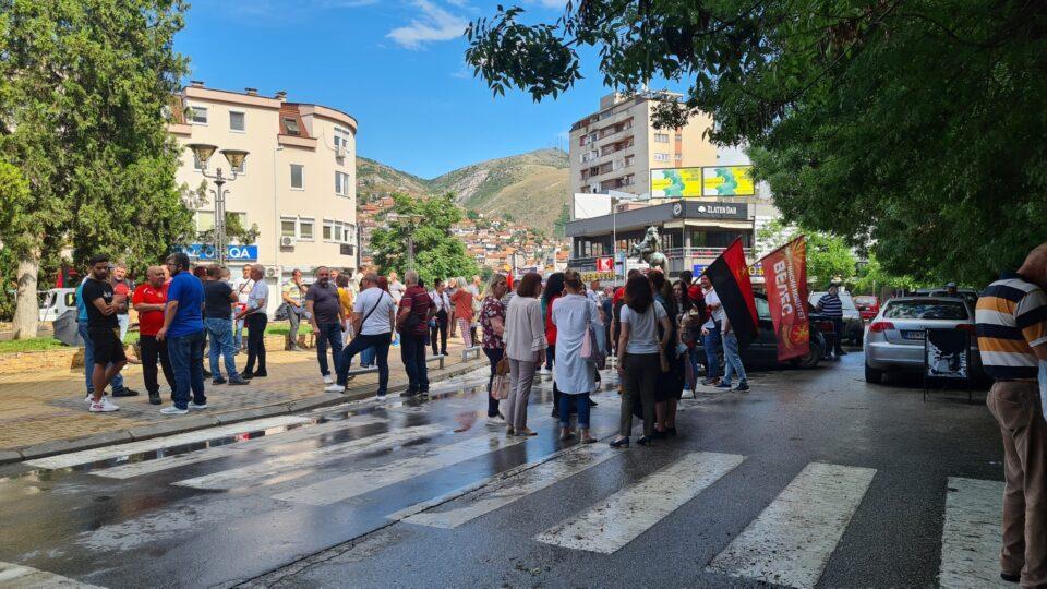 ВМРО-ДПМНЕ ги блокираше улиците во Велес