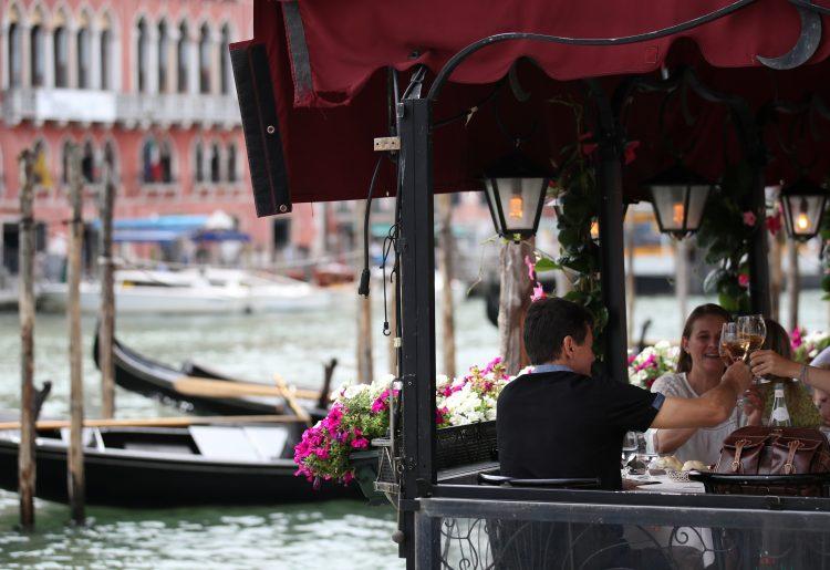 Италија од понеделник ги олабавува мерките