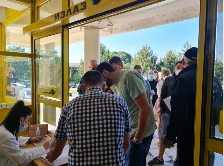 Во Врање и Лозница на вакцинација 2 000 граѓани на Македонија и БиХ