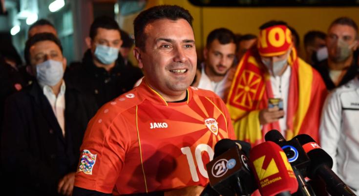 Заев денеска ќе лета за Амстердам да ги бодри македонските фудбалери