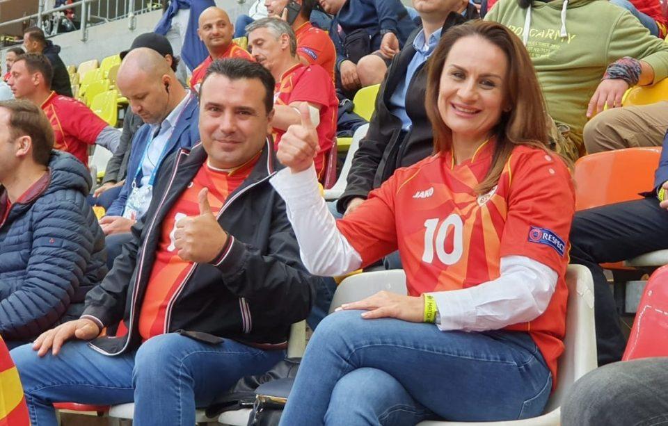 И сопругата на Заев од трибините навива за македонските фудбалери