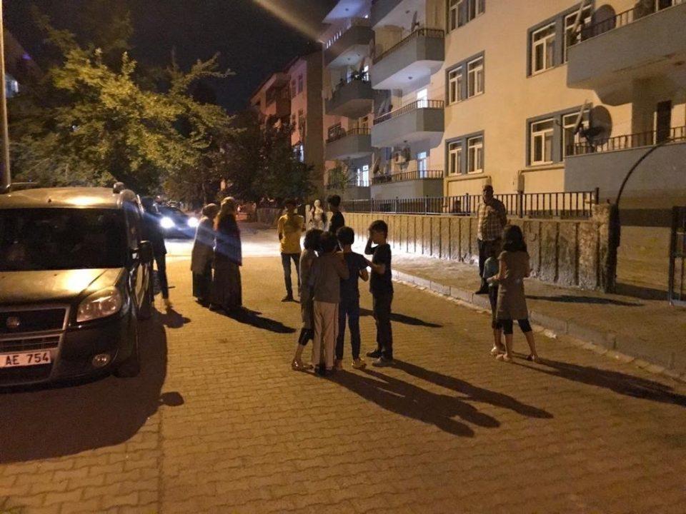 Силен земјотрес со јачина од 5,2 ја погоди Турција, тимовите за спасување се на терен