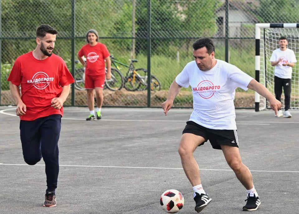 """(ФОТО) """"Гранде"""" Заев на фудбал во Желино"""