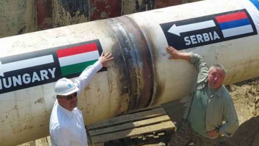 """Србија и Унгарија ги поврзаа цевките, гасоводот """"Балкански поток"""" е готов"""